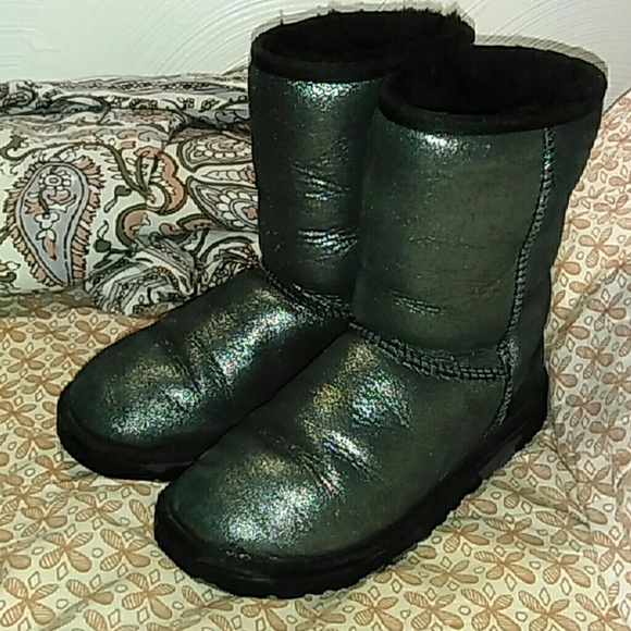 black shiny uggs